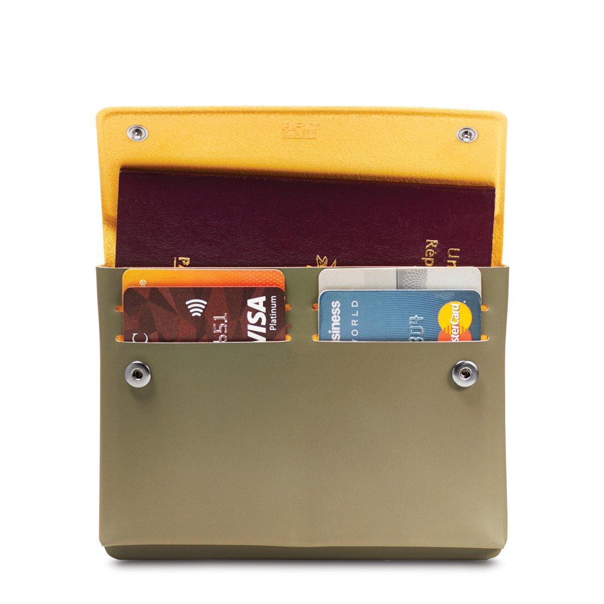 Portfel na paszport z ochroną przed kradzieżą RFID Pacsafe TEC Passport Wallet Oliwkowy